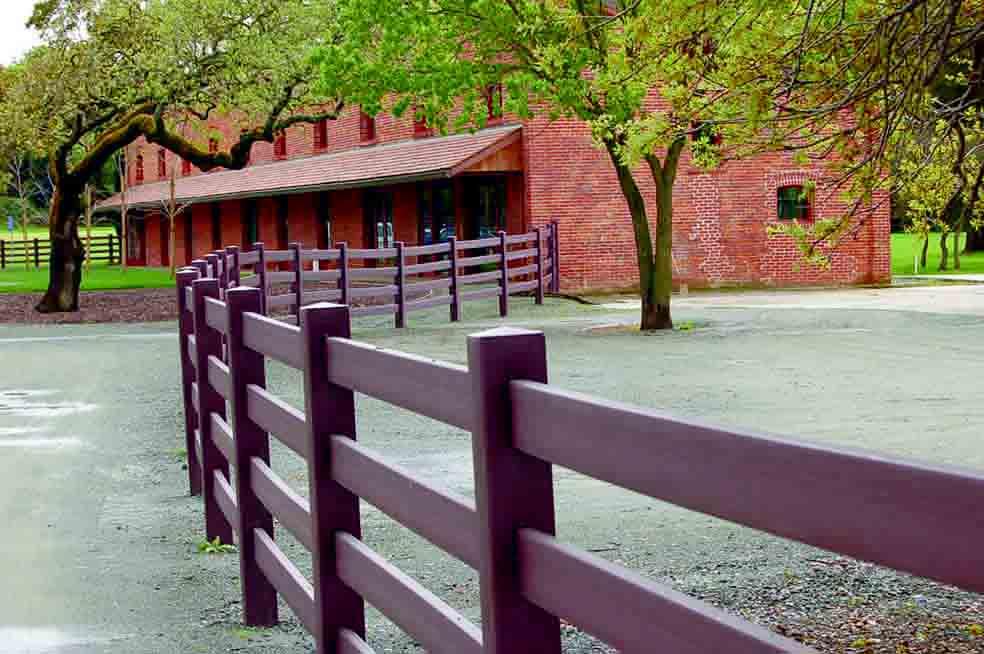 Деревянный забор в стиле ранчо
