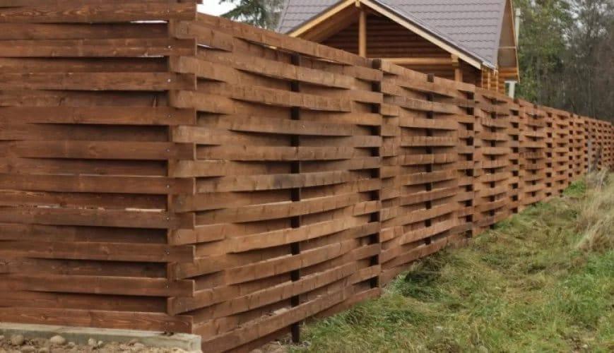 деревянный забор горизонтальная плетенка
