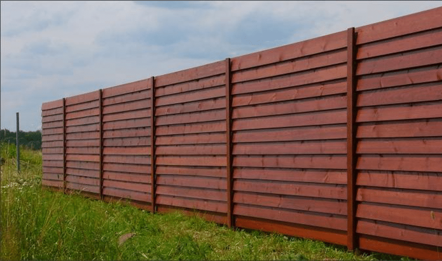 забор деревянный горизонтальный лесенка
