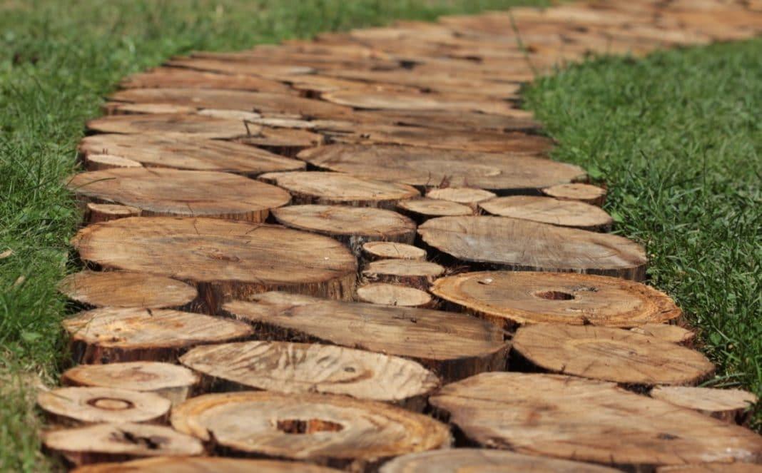 Сделать дорожки из деревянных спилов своими руками фото 516