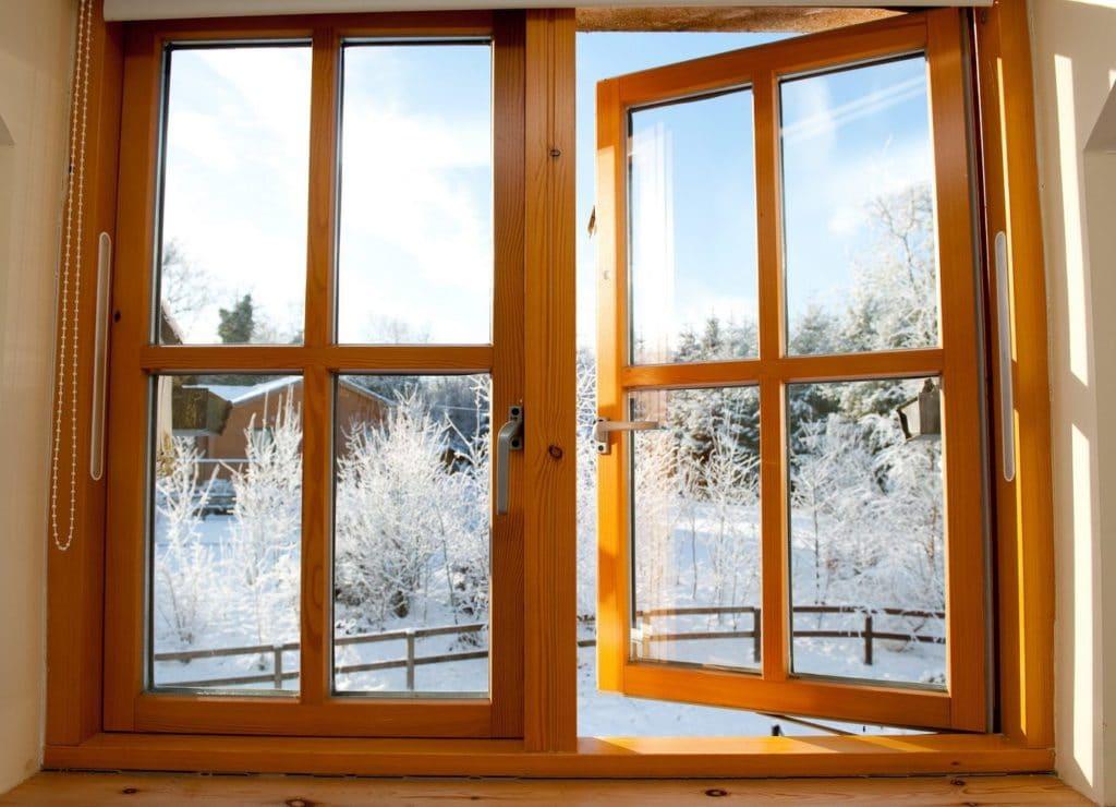 Окно из дерева