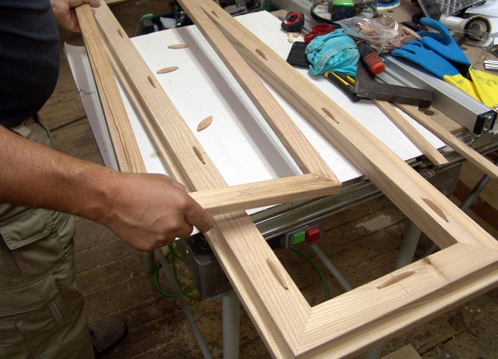 Подготовка к сборке оконной рамы из дерева