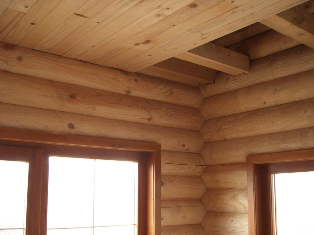 высота потолка в деревянном доме из бруса