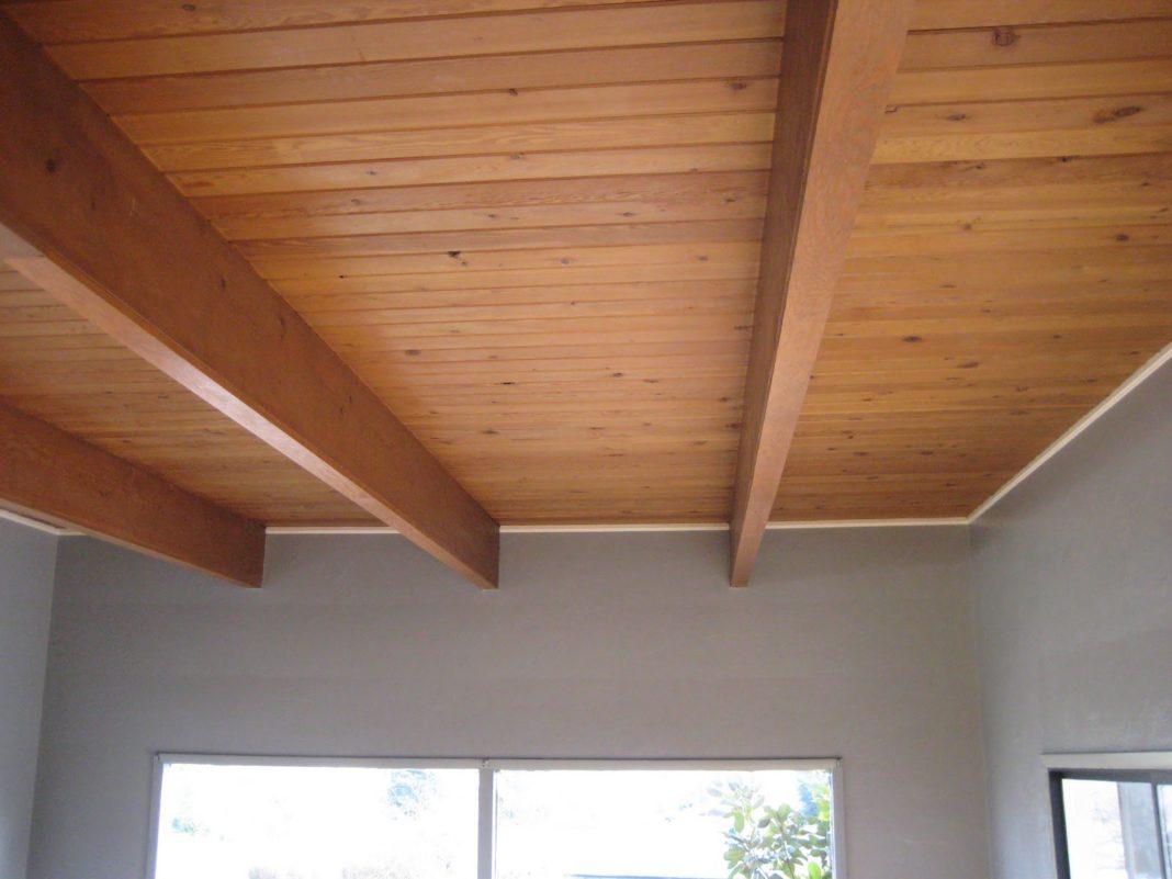 Высота потолков в деревянных домах - нормы и способы увеличения