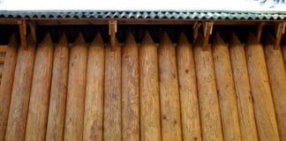 Забор из брёвен