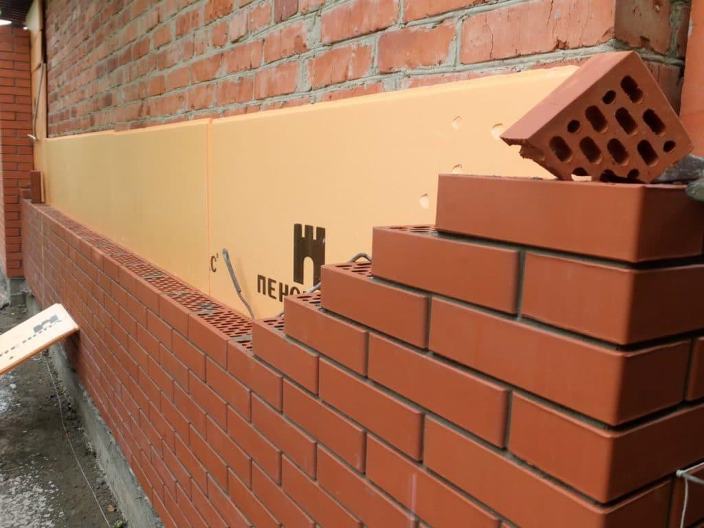 Кирпичная облицовка стен