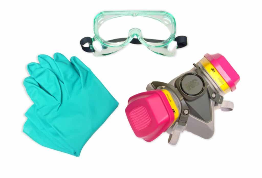 Необходимая одежда при работе с отбеливателем