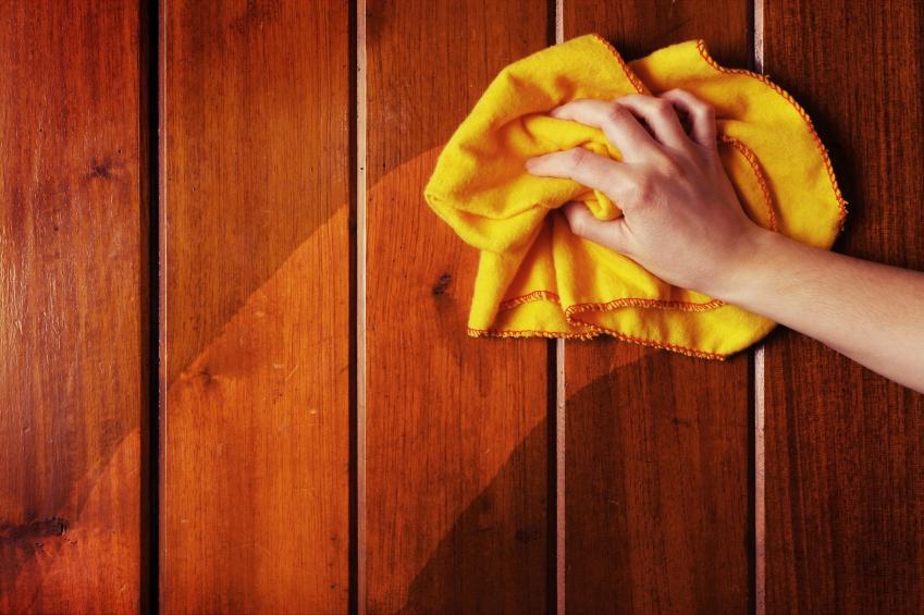 Уход за деревянной дверью
